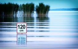 Advertencia del agua profunda en el lago Balatón Imagen de archivo libre de regalías