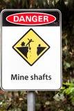 Advertencia del eje de mina Foto de archivo libre de regalías