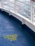 Advertencia del peligro de seguridad de la cubierta de la nave Imágenes de archivo libres de regalías