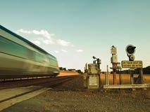 Advertencia del peligro del tren en campo Fotos de archivo