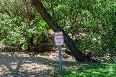 Advertencia del roble venenoso de la precaución Fotos de archivo libres de regalías