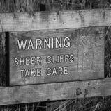 Advertencia: Los acantilados escarpados toman cuidado Fotos de archivo libres de regalías