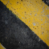 Advertencia negra y amarilla de la señal de tráfico Foto de archivo