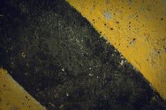 Advertencia negra y amarilla de la señal de tráfico Imagen de archivo
