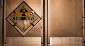 Advertencia radiactiva para un coche por completo de la materia Foto de archivo libre de regalías
