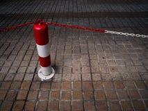Advertencia roja de la construcción de la seguridad de la calle del tráfico del cono Imagenes de archivo