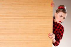 Advertizingbanertecken - upphetsat peka för kvinna arkivbild