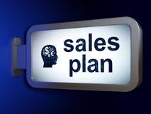 Advertizingbegrepp: Försäljningar planerar och Head med finanssymbol på affischtavlabakgrund Arkivbilder