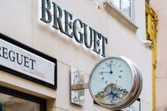 Advertizingtecken i form av klockan Breguet, Wien, Österrike royaltyfria bilder