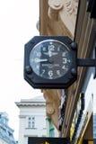 Advertizingtecken i form av klockan Breitling, Wien, Austri royaltyfri foto
