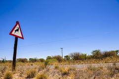 Advierta la señal de tráfico de los annimals salvajes que cruzan en Sou Imagen de archivo