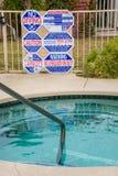 Advierta las muestras en la tina caliente y la piscina Imágenes de archivo libres de regalías