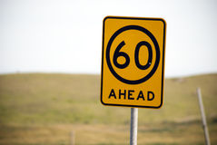 Advisory sesenta kilómetros por muestra de la hora Imagenes de archivo