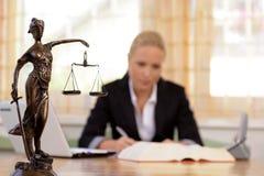 Advocaat in het bureau Royalty-vrije Stock Foto
