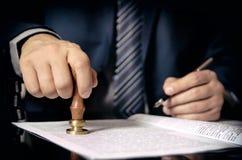 Advocaat of procureur op notariskantoor stock foto
