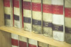 Advocatenkantoor wettelijke boeken stock afbeelding