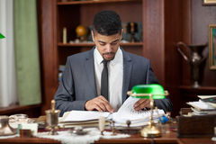 Advokat eller bankar eller affärsman som i regeringsställning arbetar Arkivbilder