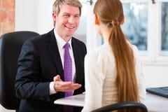 Advokat med kunden Royaltyfri Bild