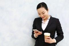 Advokat - ung asiatisk kvinnaadvokat Royaltyfri Fotografi