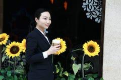 Advokat - ung asiatisk kvinnaadvokat Royaltyfri Foto