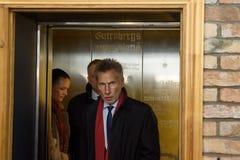 Adwokat Saulvedis Varpins przyjeżdża konferencja prasowa obrazy royalty free