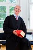Adwokat w jego firmie prawniczej zdjęcie stock