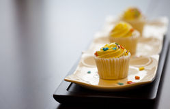 adwork杯形蛋糕美味批次的空间 库存图片