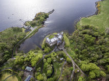 Aearial disparou na ilha de Dunvegan do Loch da paisagem de Skye Scotland Great Britain Foto de Stock Royalty Free