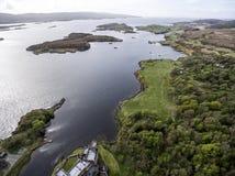 Aearial tiró la isla de Dunvegan del lago del paisaje de Skye Scotland Great Britain 2 Imágenes de archivo libres de regalías
