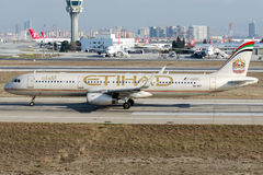 A6-AEC Etihad Airways, Airbus A321-200 Stockfotos