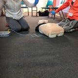 Aed-CPR-utbildning arkivbilder