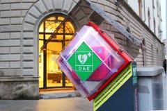 AED en una calle Foto de archivo libre de regalías