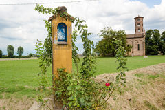 Aedicula votivo dedicado a la Virgen María bendecida Fotos de archivo libres de regalías