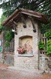 Aedicule votive. Grazzano Visconti. Emilia-Romagna. Italien. Lizenzfreies Stockbild