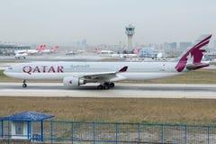 A7-AEE Qatar Airways, flygbuss A330-302 Royaltyfria Bilder