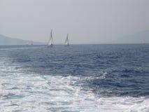 Aegean hav, mellan ön av Rhodes och ön av Symi royaltyfri bild
