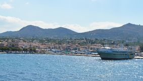 Aegina-Hafen in Aegina-Insel, Griechenland am 19. Juni 2017 Stockfoto