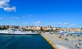 Aegina-Hafen in Aegina-Insel, Griechenland am 19. Juni 2017 Lizenzfreie Stockfotos