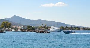 Aeginahaven in Aegina-eiland, Griekenland op 19 Juni, 2017 Royalty-vrije Stock Foto