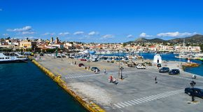 Aeginahaven in Aegina-eiland, Griekenland op 19 Juni, 2017 Stock Foto's