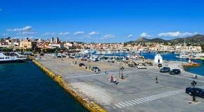 Aeginahaven in Aegina-eiland, Griekenland op 19 Juni, 2017 Royalty-vrije Stock Foto's