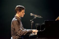 Aeham Ahmad Syryjski pianista sławny dla bawić się w ruinach jego miasto Obrazy Royalty Free