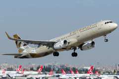 A6-AEI Etihad Airways, Airbus A321-200 Lizenzfreie Stockfotos