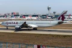 A7-AEM Qatar Airways, flygbuss A330-300 Royaltyfri Bild