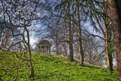 Aeolus寺庙在春天,皇家植物园, Kew,联合国科教文组织世界遗产名录站点,伦敦,英国,英国,欧洲 免版税库存图片