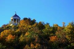 Aeolus-Harfe in Autumntime Marksteine und Monumente Pyatigorsk Stockfoto