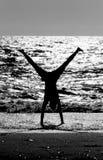 Aeróbicos en la playa Imágenes de archivo libres de regalías