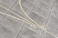 Aeródromo - marcação no taxiway imagem de stock
