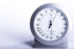 Aerómetro y termómetro en el fondo blanco Imagen de archivo