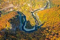 Aer de Hunedoara a Transilvânia Romênia do panorama da garganta do vale de Jiului fotos de stock royalty free